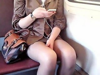 BravoTube Porno - Amateur Girl In The Train Goes To The Exams
